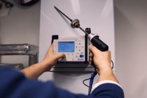ecom-D - Abgasmessgerät Anwendung an Therme